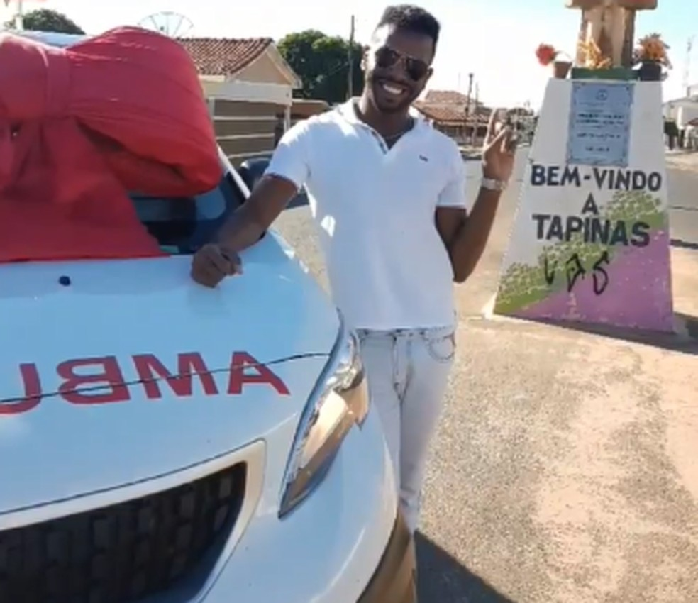 Vereador foi para o distrito de Tapinas anunciar a chegada da nova ambulância  — Foto: Reprodução