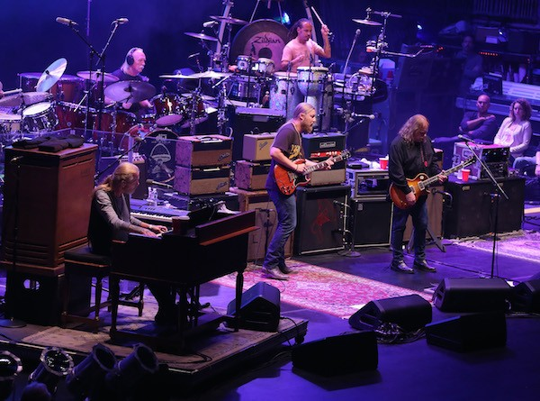 O baterista do grupo Allman Brothers, Butch Trucks, em ação com a banda (Foto: Getty Images)