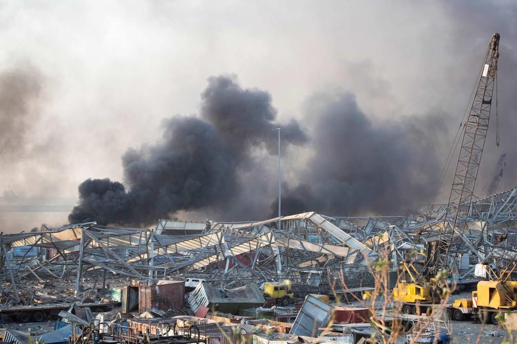 Área portuária onde ocorreu a explosão em Beirute, no Líbano — Foto: Hassan Ammar/AP