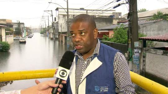 Prefeitura admite problema com vazamento de esgoto em São João de Meriti e diz que local virou um 'dique'