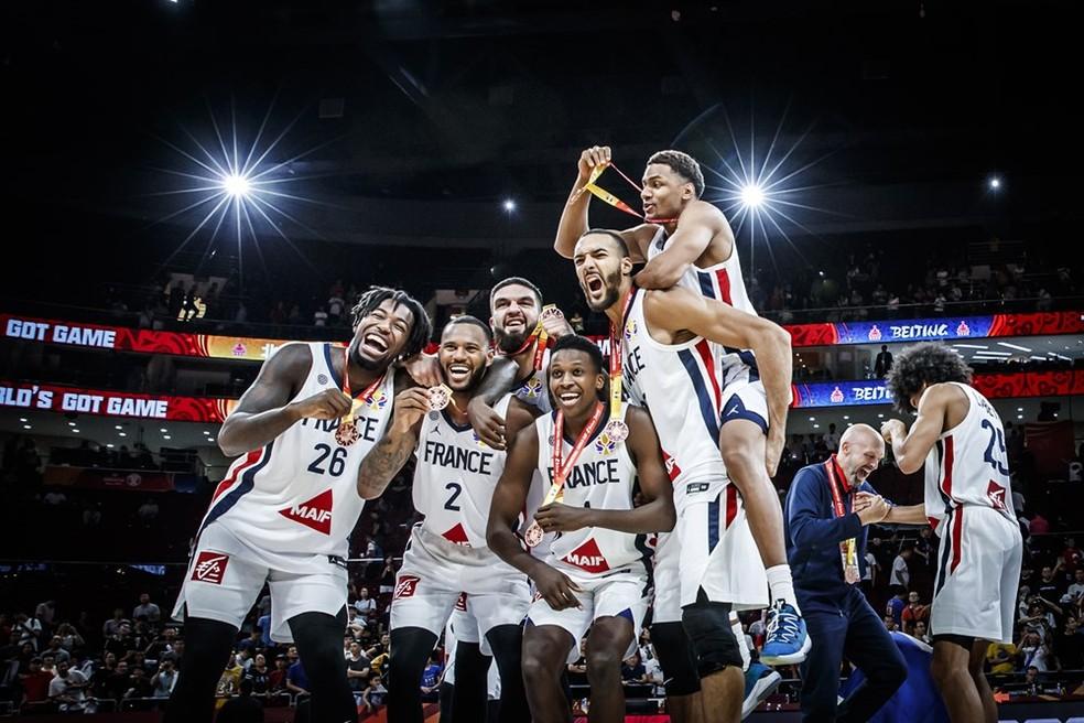 França celebra o bronze — Foto: Divulgação/FIBA