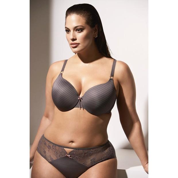 Ashley Graham troca o biquíni por lingerie em novo shoot (Foto: Reprodução/Instagram)