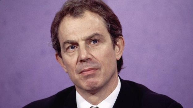 O ex-primeiro-ministro do Reino Unido, Tony Blair, foi a uma reunião antes mesmo de ser líder de seu partido (Foto: Getty Images via BBC)