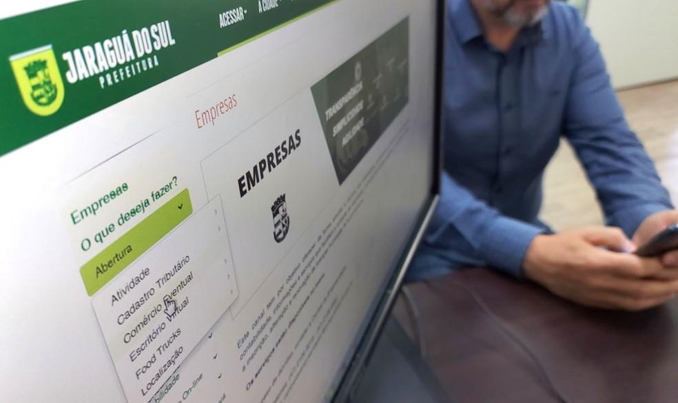 Com a automatização de processos, diversos documentos agora são preenchidos on-line e armazenados na base de dados do sistema. — Foto: Divulgação   PMJS