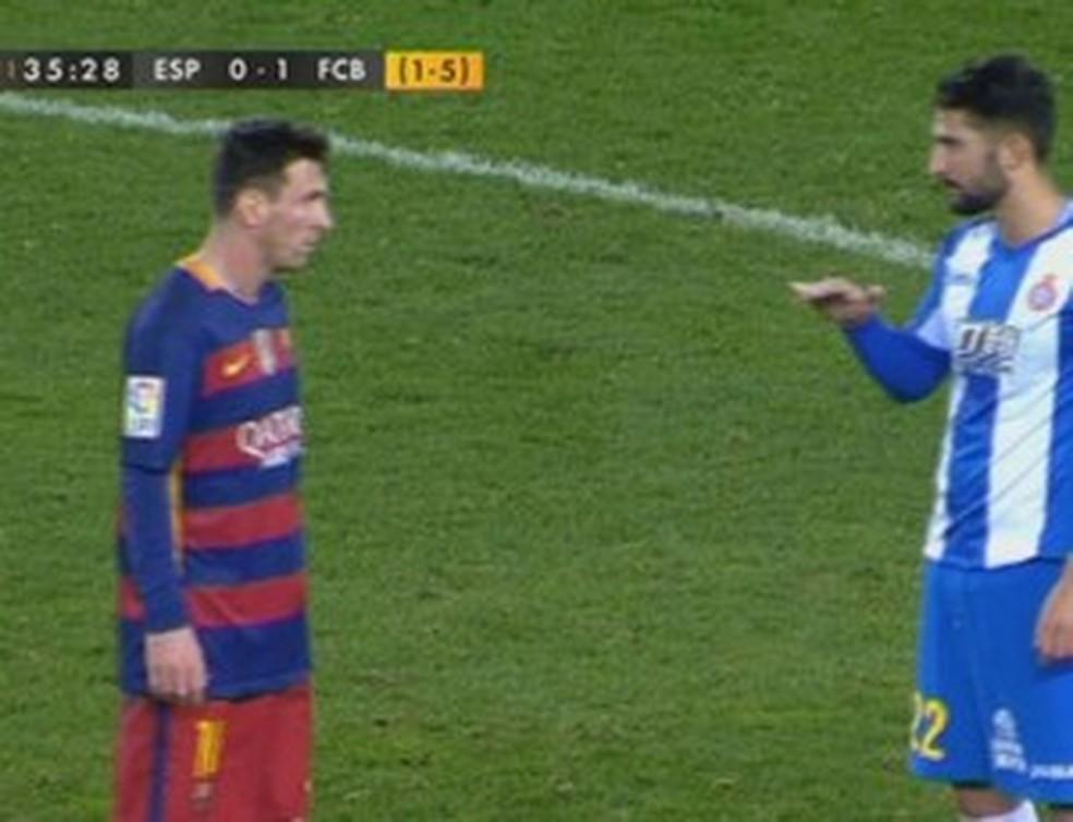 Álvaro González debochou da altura de Messi em partida contra o Barcelona em 2016 — Foto: Reprodução