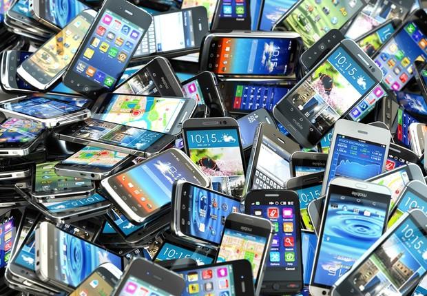 A atual produção em massa de celulares exige que o descarte deles seja pensado desde a fabricação dos aparelhos  (Foto: Fotolia)