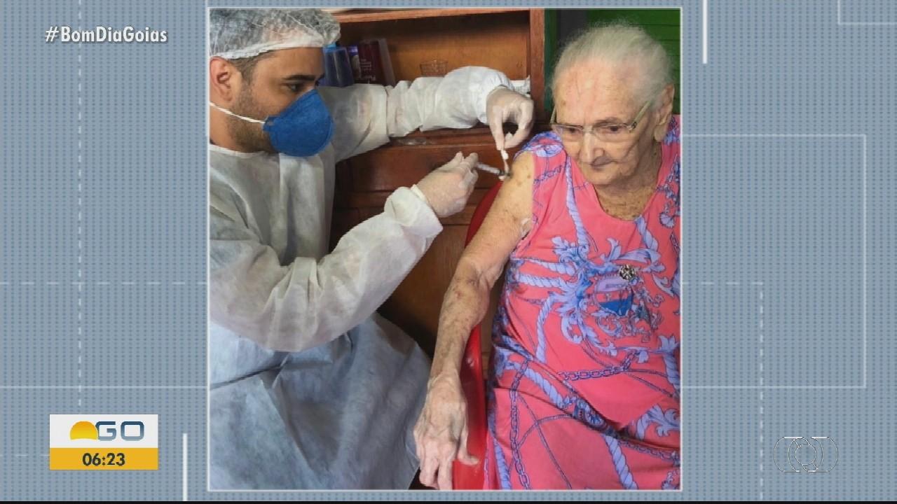 Anápolis começa a vacinar idosos acima de 85 anos contra Covid-19
