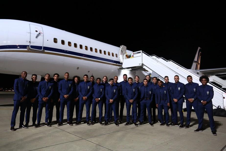 Alô, Rússia! Seleção brasileira chega a Sochi para disputar a Copa do Mundo