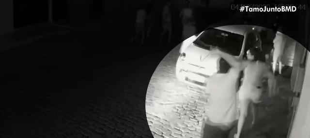 VÍDEO: Prefeito de Barra do Mendes usa cinto para agredir moradores que protestavam na frente da casa dele na Bahia