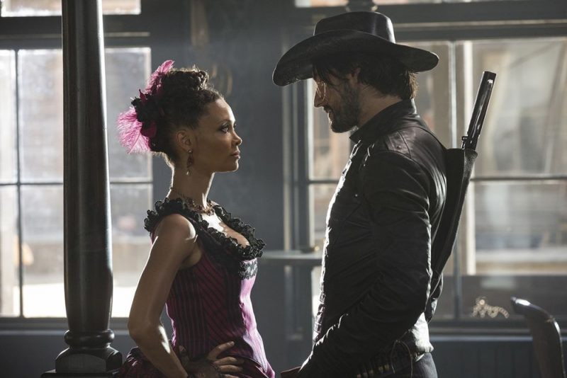 Thandie Newton e Rodrigo Santoro e 'Westworld' (Foto: Divulgação)