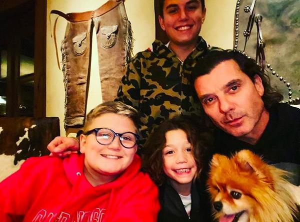 O músico Gavin Rossdale com seus três filhos com a cantora Gwen Stefani (Foto: Instagram)