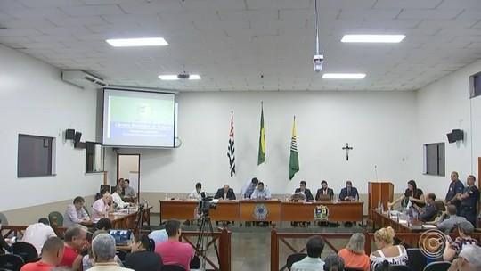 Vereadores continuam votação do relatório final da CP que investiga prefeito por irregularidades