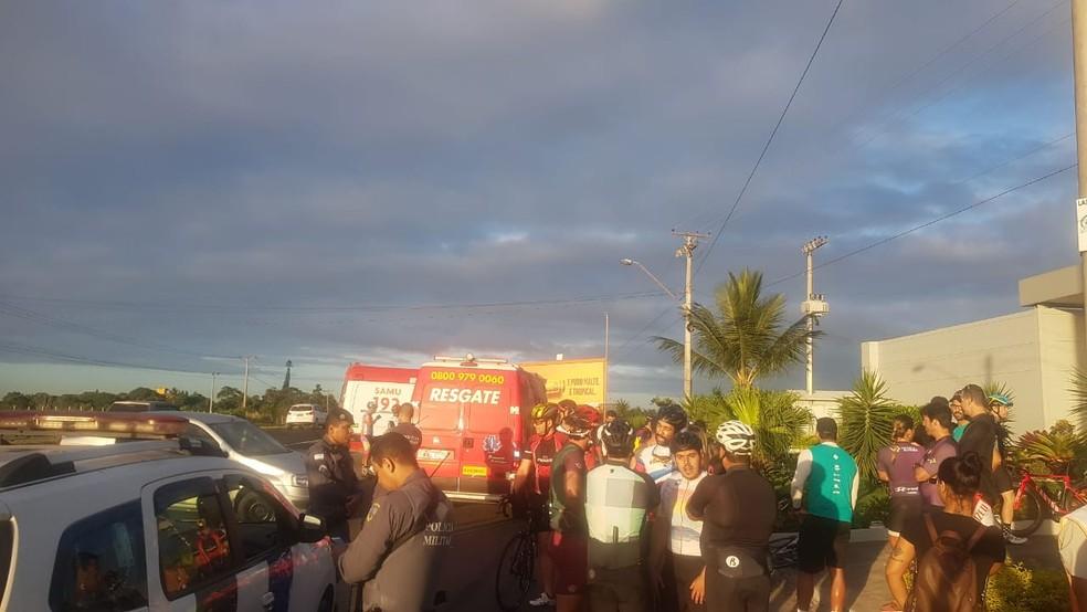 Grupo de ciclistas foi atropelado por carro de passeio na Rodovia do Sol, em Vila Velha — Foto: Reprodução