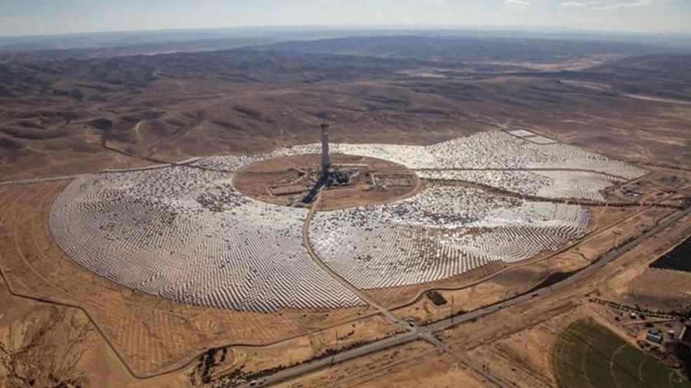 Image result for Em uma usina de energia solar em Israel está a mais alta torre já construída no planeta