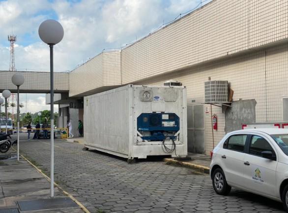 Após vídeo de corpos ao lado de internados, hospital de Manaus recebe câmara frigorífica para mortos por Covid-19