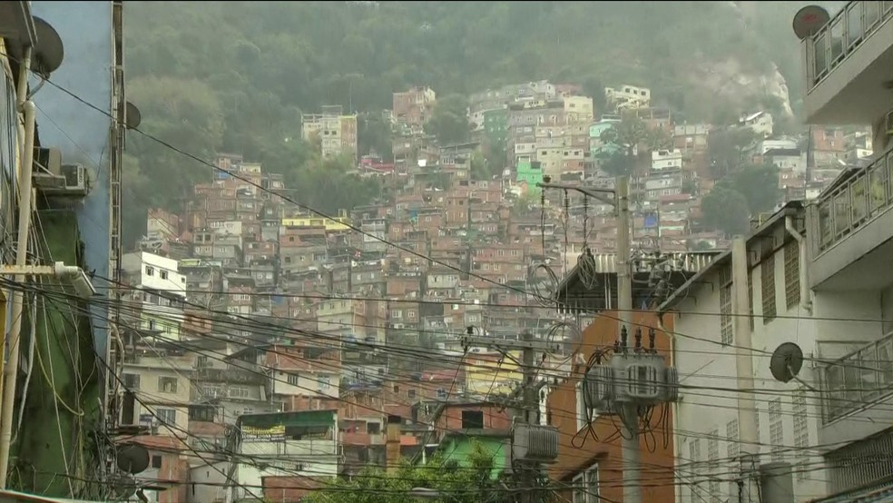 Rocinha foi local de tortura bárbara de morador em 2015; denúncia do Ministério Público pede a prisão de sete traficantes por tortura (Foto: Reprodução/GloboNews)