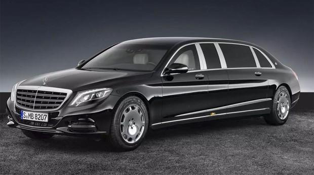 A Mercedes do bilionário fica estacionada em uma das seis garagens  (Foto: Reprodução)