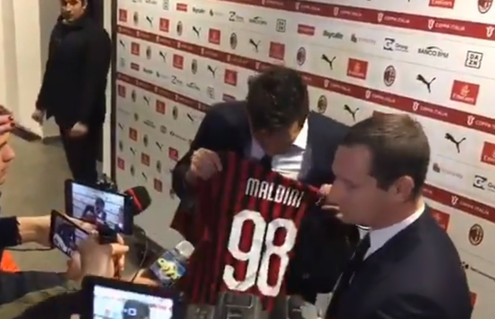 Buffon camisa Maldini Juventus Milan — Foto: Reprodução/@robtor83