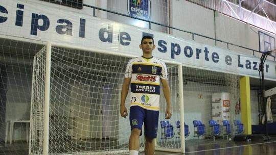 e126e9eb12741 Jogador roraimense saiu do Grêmio Recreativo Pague Menos para jogar no São  José dos Pinhais Futsal. O contrato com o time vai até 15 de dezembro e já  ...