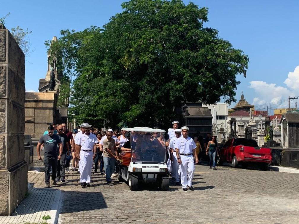 Enterro de Victor de Melo Baptista neste sábado (28)   — Foto: Matheus Rodrigues/ G1 Rio