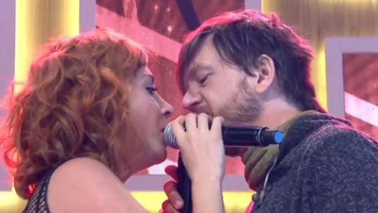 André Frateschi faz dueto com a esposa no 'Encontro' e ganha elogios na web