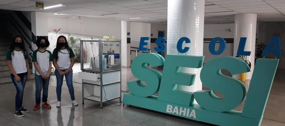 Baianas foram premiadas em desafio de robótica por projeto de desinfecção de livros — Foto: Divulgação / SESI Bahia