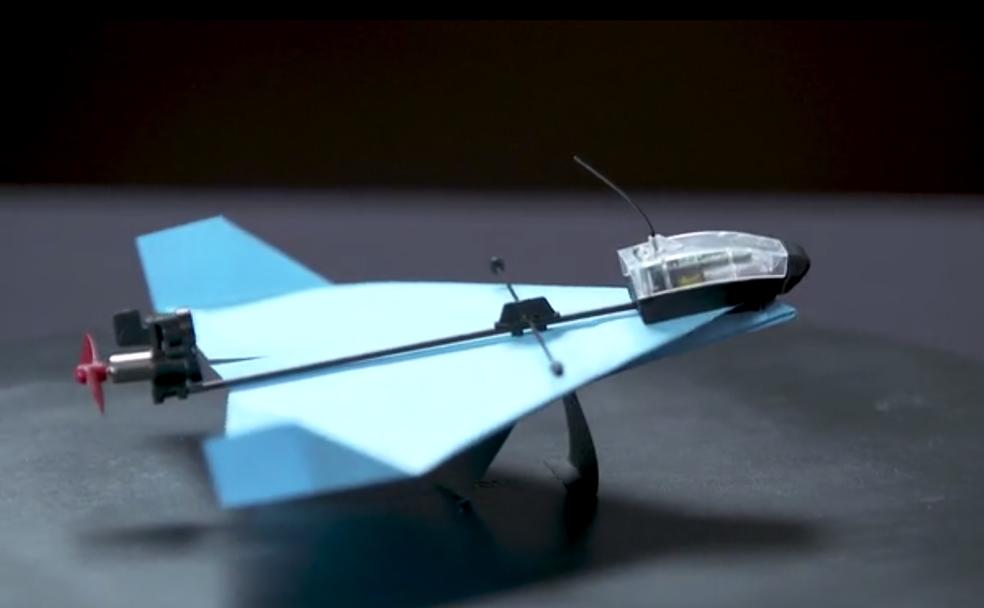 Drone de papel faz acrobacias e pode ser controlado pelo celular (Foto: Divulgação/Kickstarter)