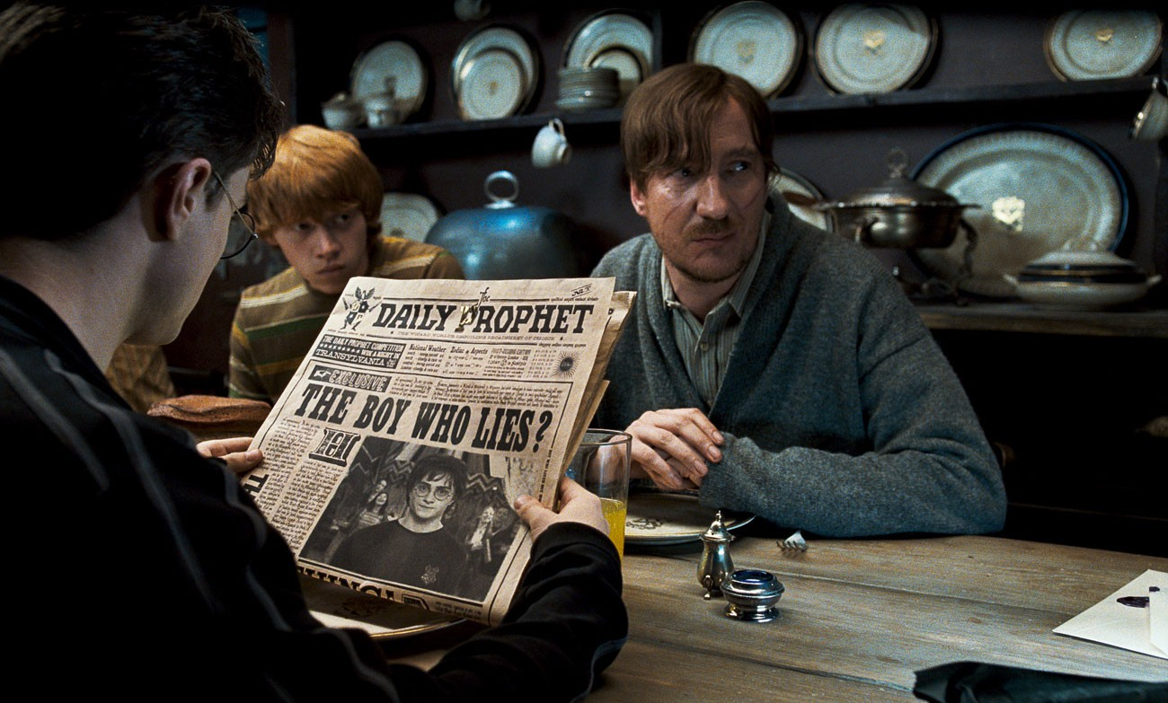 O jornal Profeta Diário em cena de Harry Potter (Foto: Divulgação)