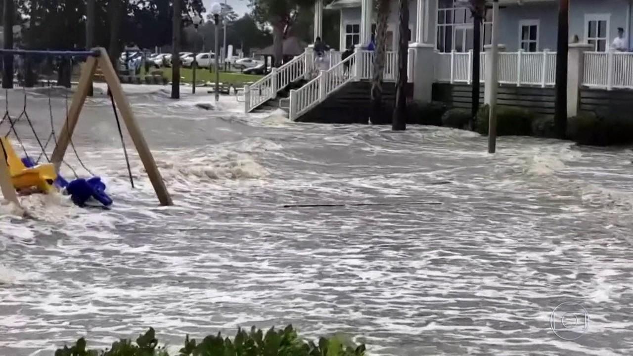 Equipes resgatam mais de 370 pessoas em enchentes provocadas pelo furacão Sally