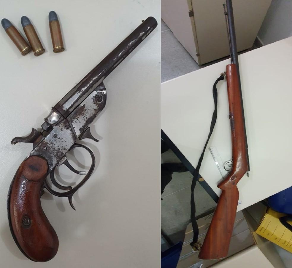 Armas foram apreendidas em operação contra quadrilha de furtos em propriedades rurais na Bahia — Foto: Divulgação