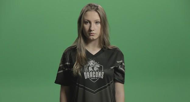Nicolle 'Cherrygumms' é sócia e CEO da Black Dragons, organização de esports fundada em 1997