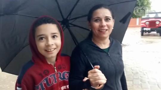 Eleitores enfrentam chuva e alagamentos para votar em Vitória da Conquista