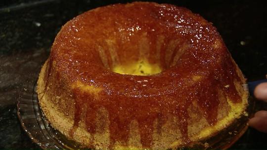 Aprenda a fazer bolo de fubá com laranja