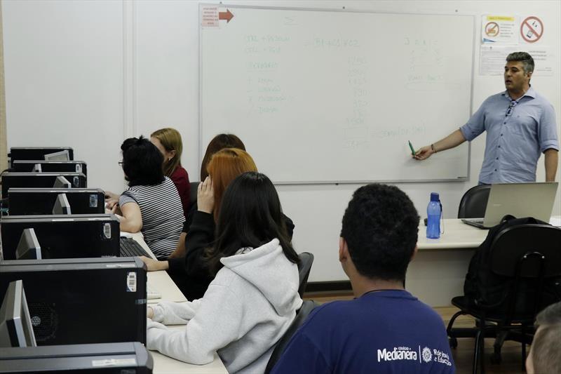 Prefeitura de Curitiba oferece mais de três mil vagas em cursos profissionalizantes gratuitos