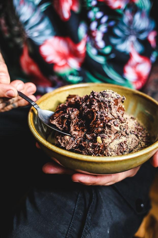 Como fazer mousse de chocolate vegana (Foto: Simplesmente)