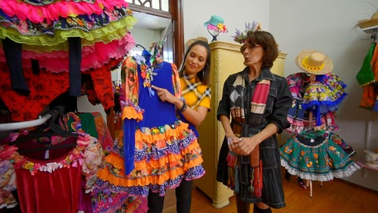 Cris Ikeda mostra looks juninos feitos à mão em Jacutinga (MG)