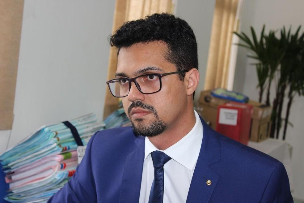 Juiz Bruno César Singulani França, que presidia o Tribunal do Júri  (Foto: TJMT/Divulgação)