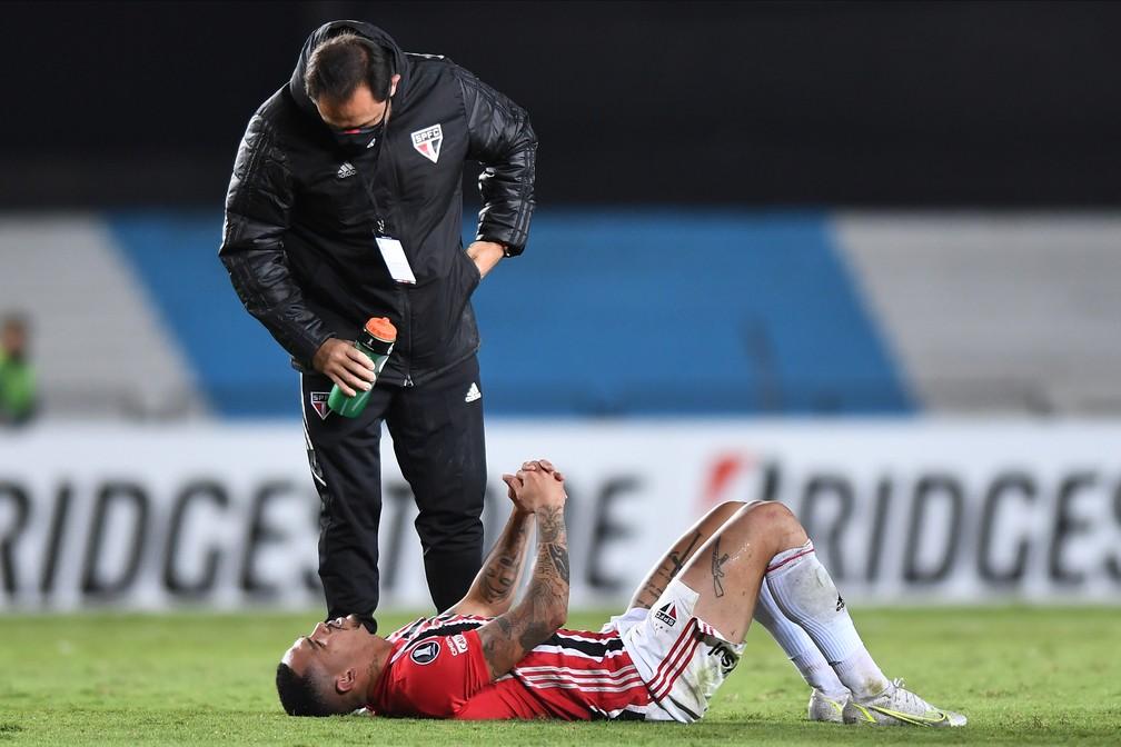 Luciano sentiu um problema na coxa esquerda — Foto: Staff images /CONMEBOL