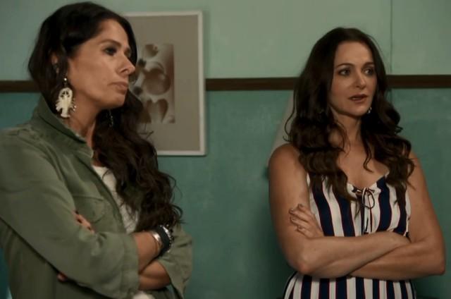 Adriana Galisteu e Alexandra Richter em 'O tempo não para' (Foto: Reprodução)