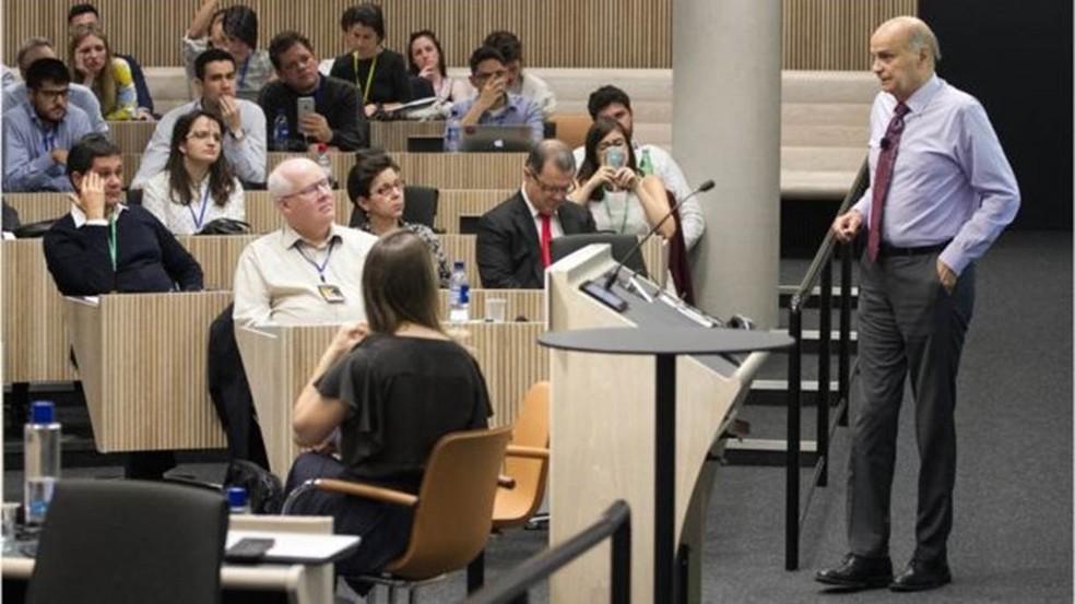 Drauzio Varella participou de um ciclo de palestras organizado por estudantes brasileios (Foto: BBC Brasil)