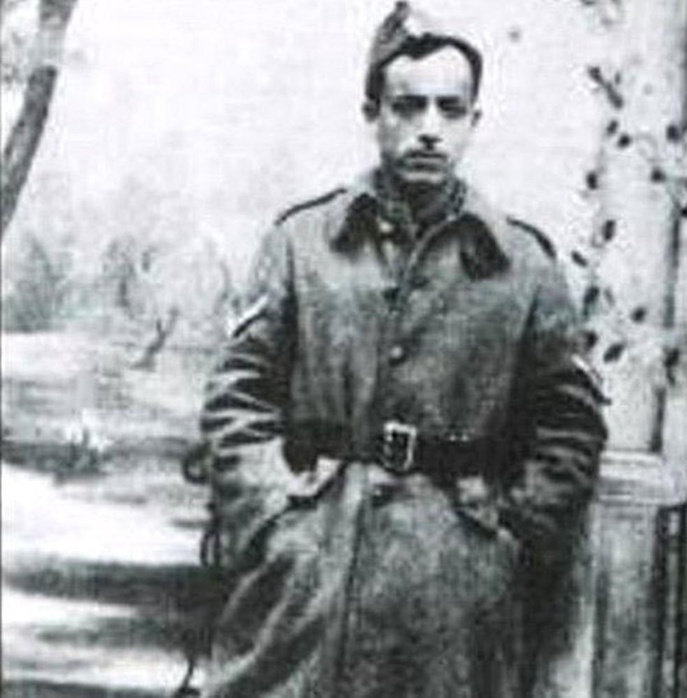 Marcel Nadjari, usando uniforme militar grego, antes de ser enviado para Auschwitz  (Foto: Pavel Polian)