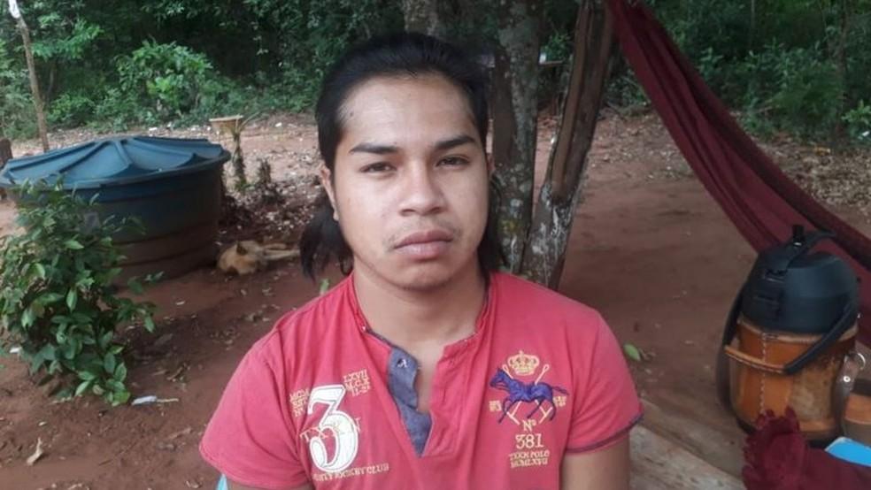 Ertiel Amarilia, de 20 anos, desistiu do curso de história. Ele afirma que as dificuldades do ensino remoto o desestimularam — Foto: Arquivo Pessoal/BBC