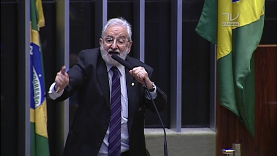 'Temos um réu comandando uma farsa', diz Ivan Valente sobre Eduardo Cunha