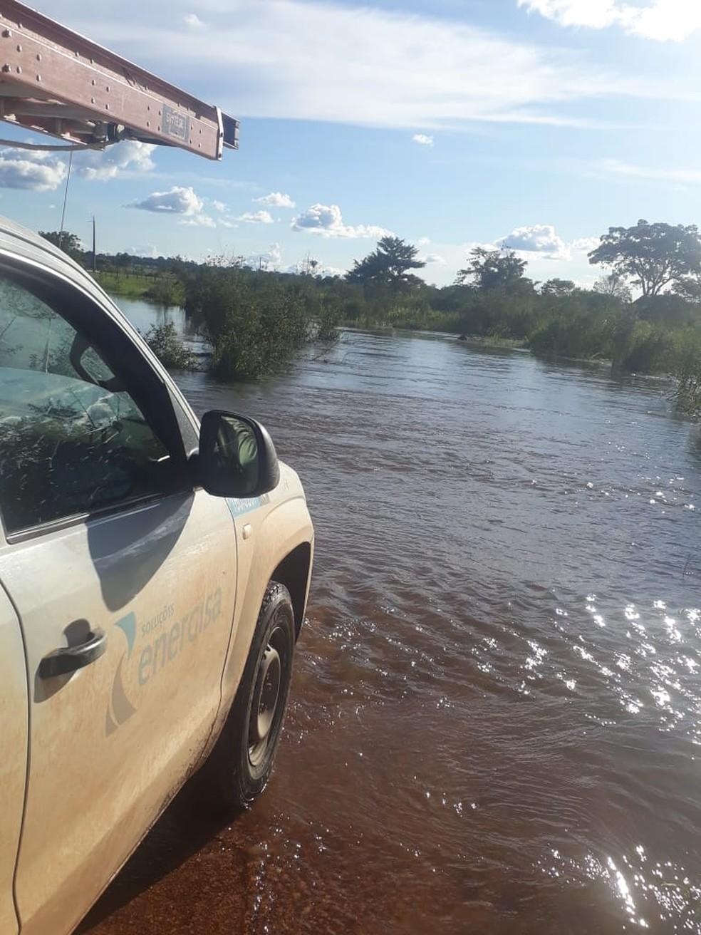 Prestadores de serviços enfrentam dificuldades para chegar ao município — Foto: Reprodução