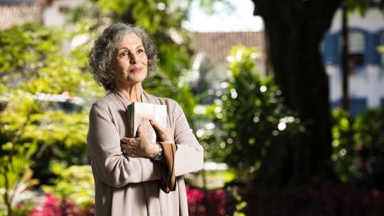 Irene Ravache fala sobre personagem em 'Espelho da Vida' e experiência em Minas Gerais