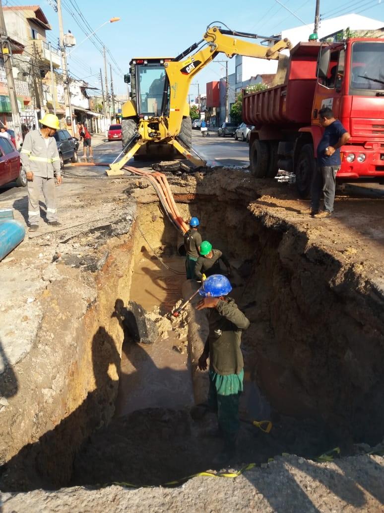 Equipe da Cosanpa faz reparos para normalizar abastecimento de água em 5 bairros de Belém - Notícias - Plantão Diário