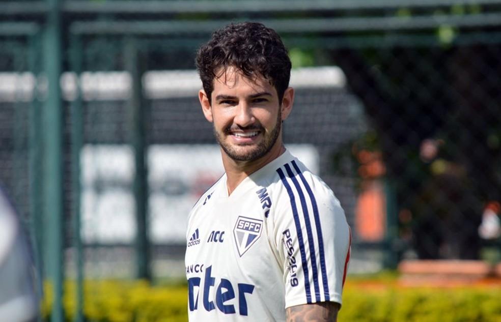 Pato no treino do São Paulo — Foto: Érico Leonan / saopaulofc.net