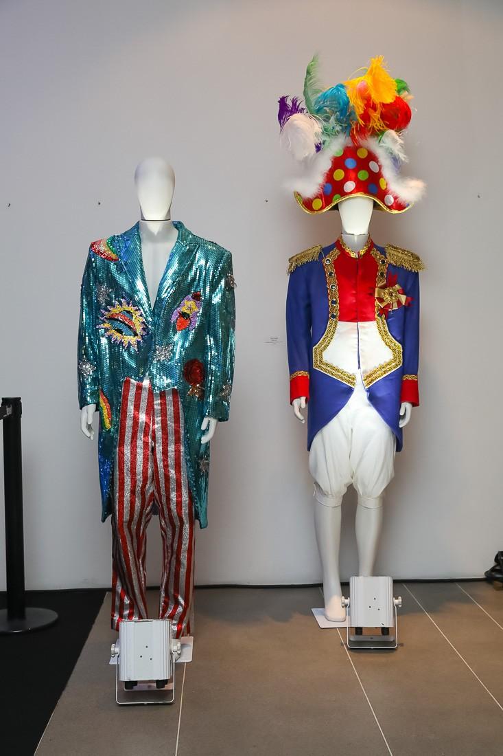 Dois dos figurinos que estarão expostos (Foto: divulgação)