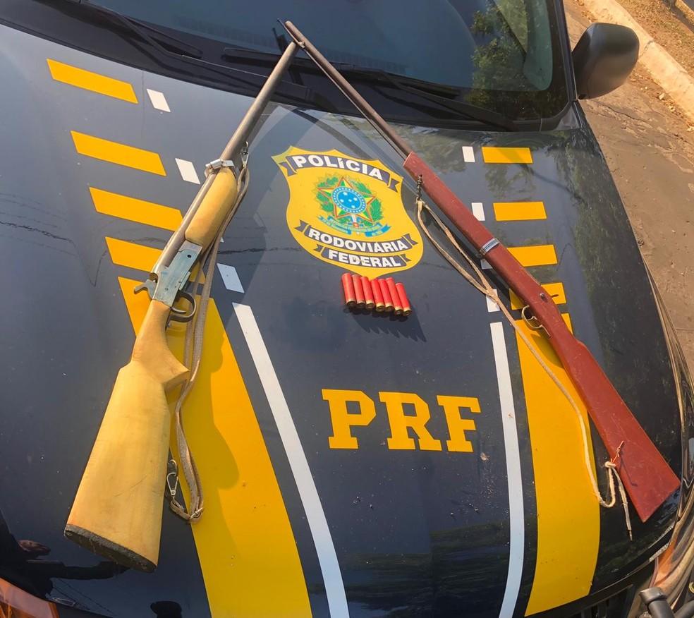 Armas e munições foram apresentados na delegacia de Polícia Civil em Barra do Corda — Foto: Divulgação/Polícia Rodoviária Federal