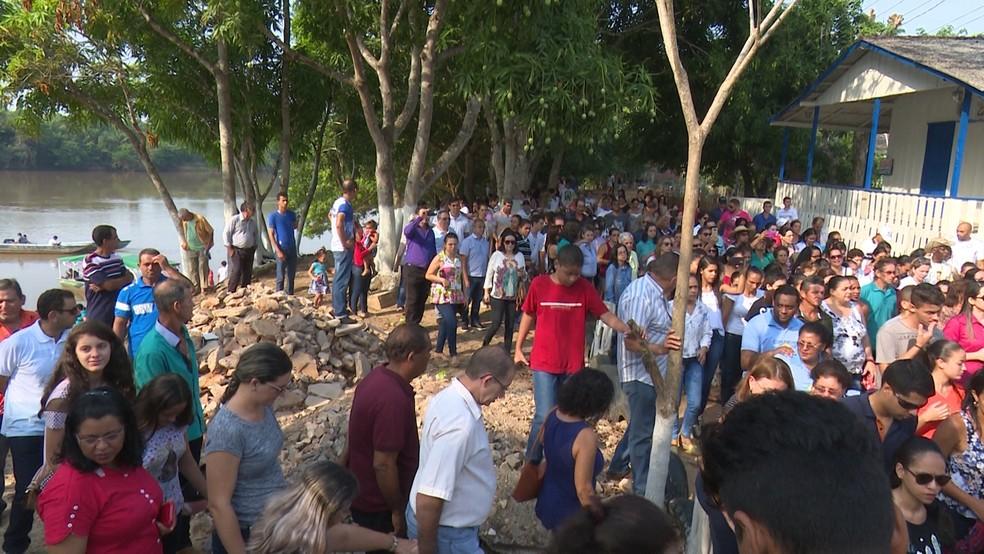 Fieis acompanharam o último dia de procissão da imagem em Ji-Paraná, RO (Foto: Rede Amazônica/Reprodução)